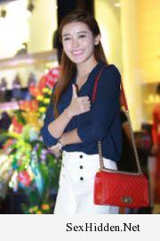 Vina Models | Á hậu Huyền My xuất hiện giản dị với quần short, áo sơ mi. http://ift.tt/1QQ9JG6 o:)
